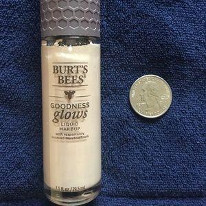 BURT'S BEES  Liquid Foundation